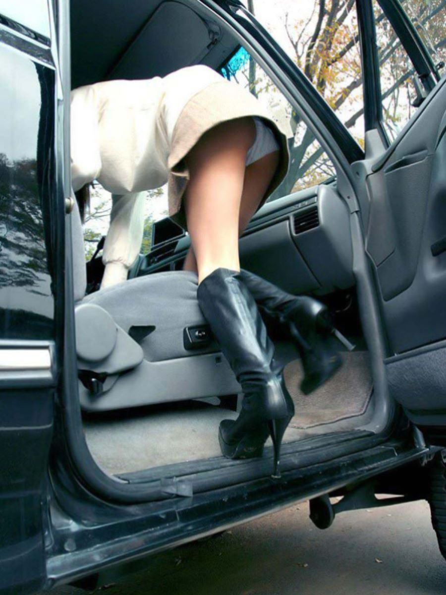 車の乗り降りパンチラ画像 1