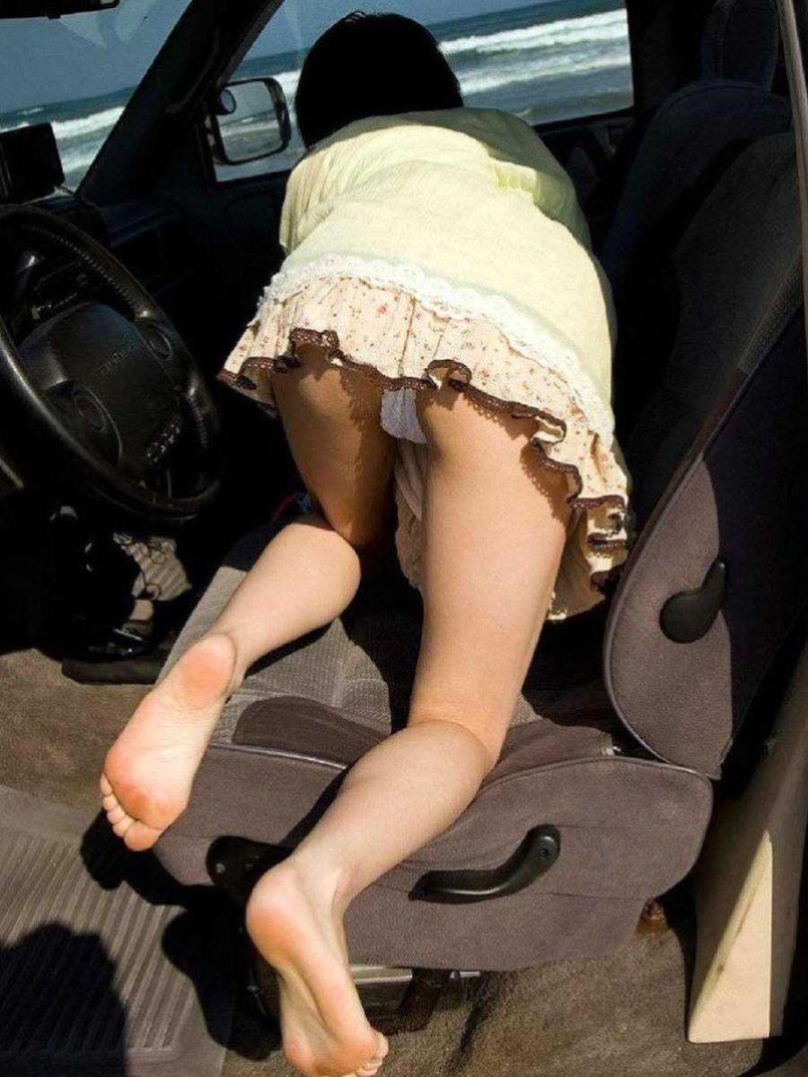 車の乗り降りパンチラ画像 5