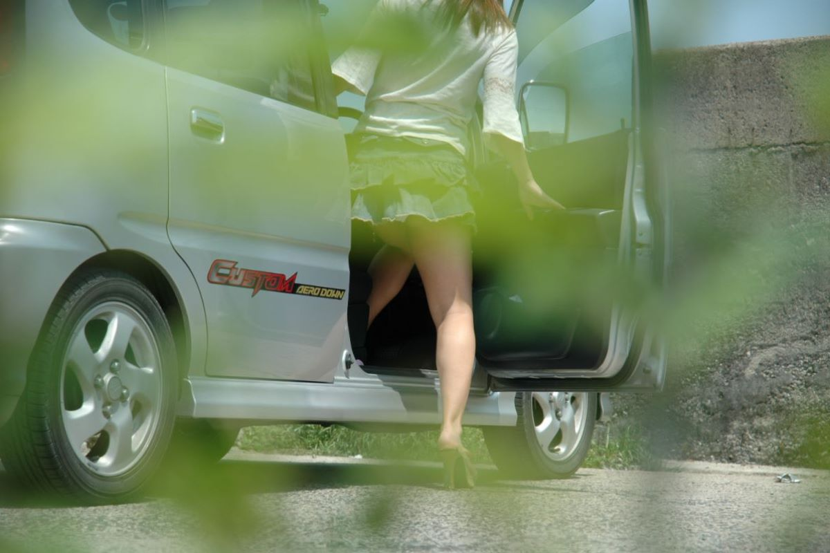 車の乗り降りパンチラ画像 123