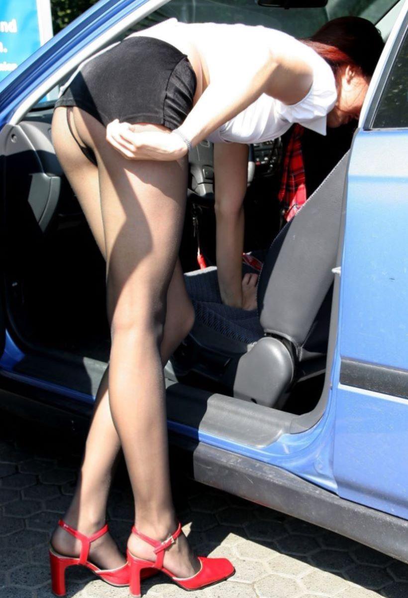 車の乗り降りパンチラ画像 125