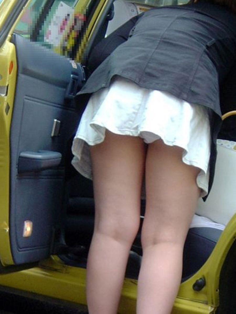 車の乗り降りパンチラ画像 131