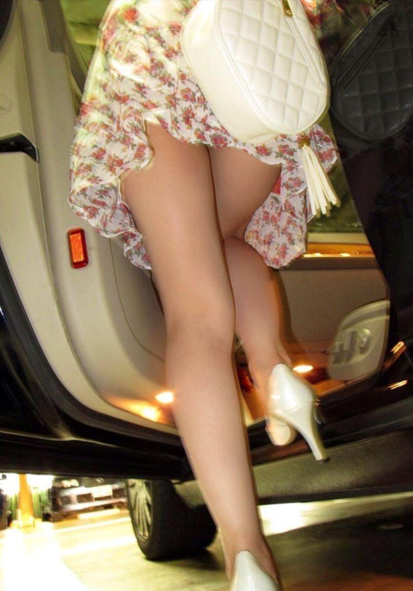 車の乗り降りパンチラ画像 138