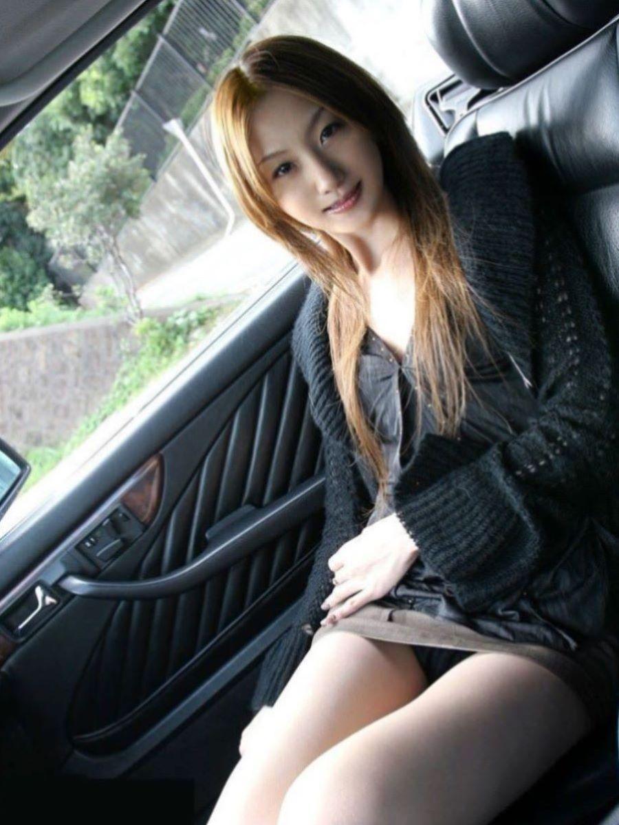 車内 パンチラ画像 101