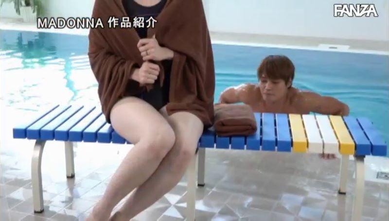 人妻・大浦真奈美の水泳教室セックス画像 24