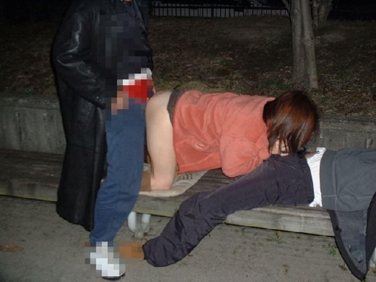 素人の乱交セックス画像 20