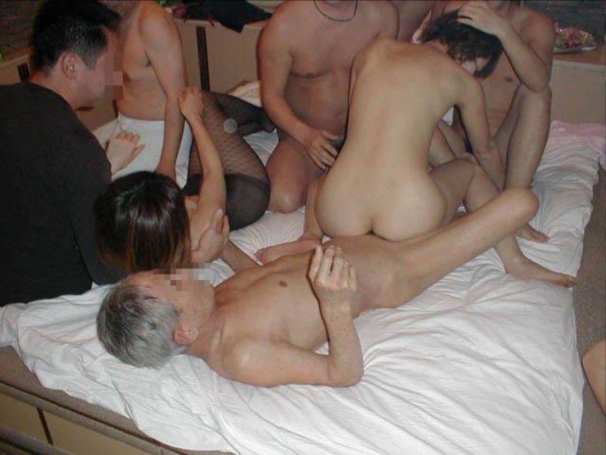 素人の乱交セックス画像 40