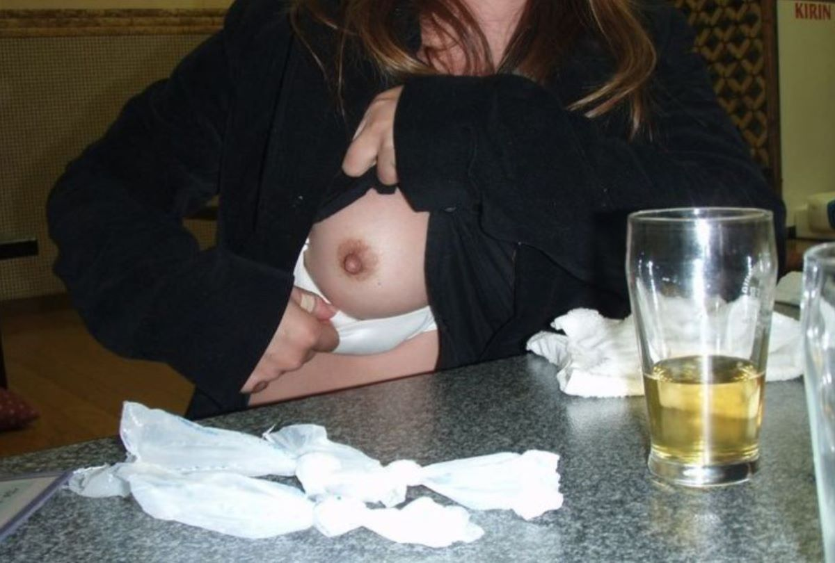 飲み会の胸チラ画像 10