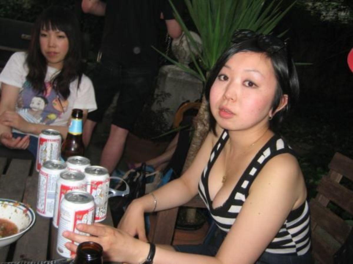 飲み会の胸チラ画像 39