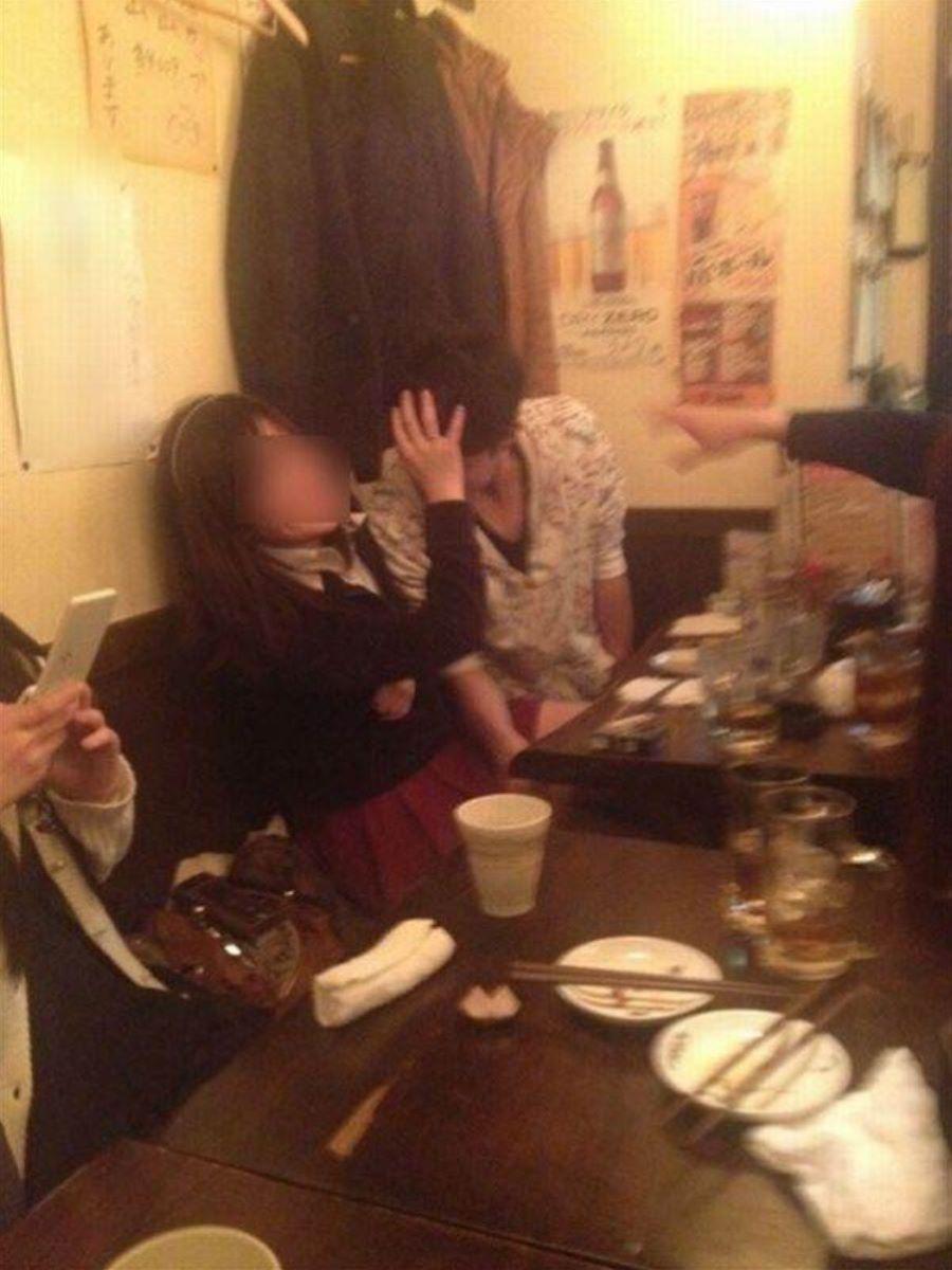 宴会など飲み会でのセクハラ・わいせつ画像 25
