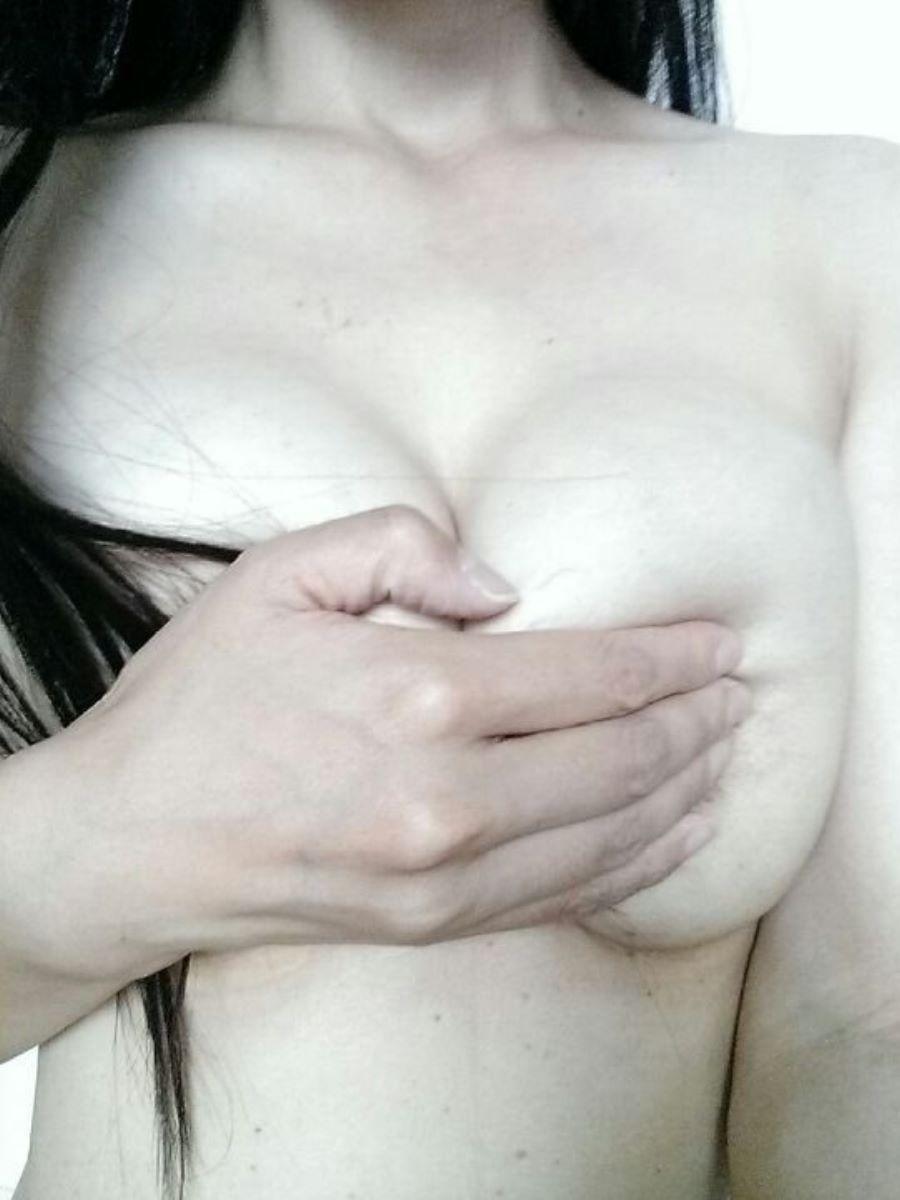 素人の手ブラ画像 60