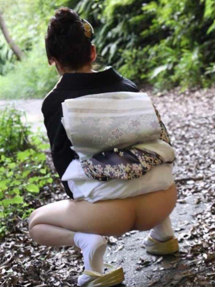 着物や浴衣の和服ノーパン画像 38