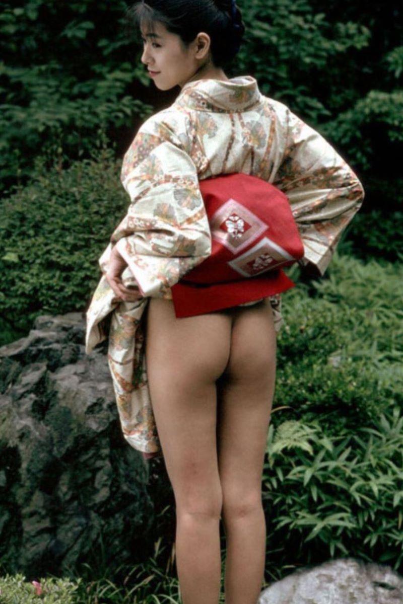 着物や浴衣の和服ノーパン画像 64