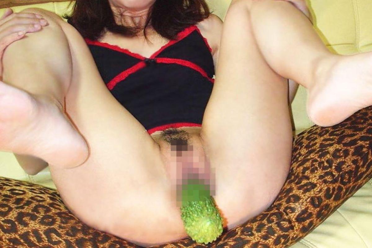 野菜や果物でのオナニー画像 14
