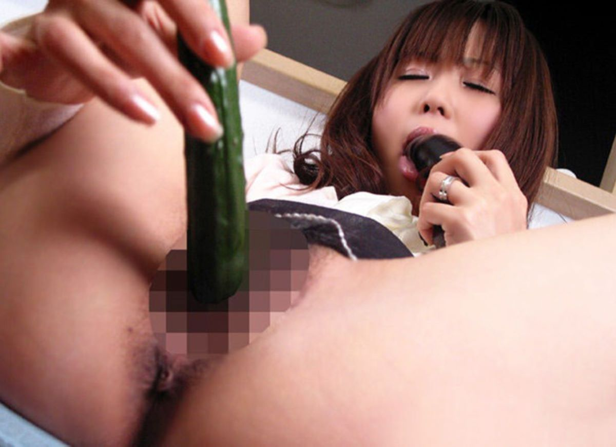 野菜や果物でのオナニー画像 97