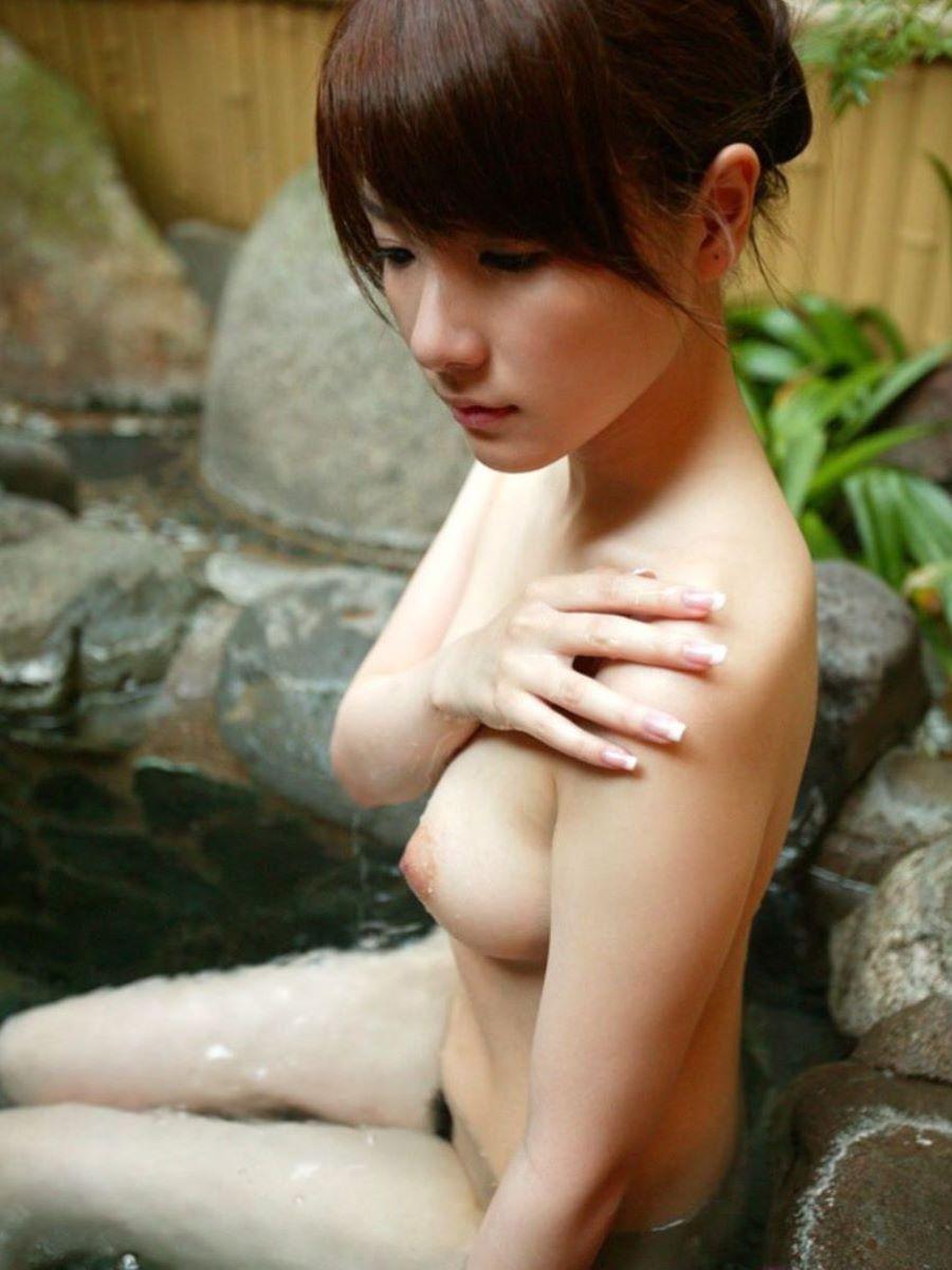 入浴ヌード画像!!温泉に浸かる全裸美女の110枚