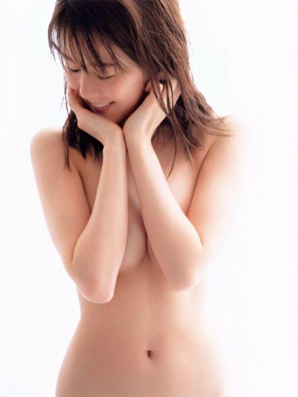 生田絵梨花が全裸になった肘ブラヌード…(※エロ画像あり)