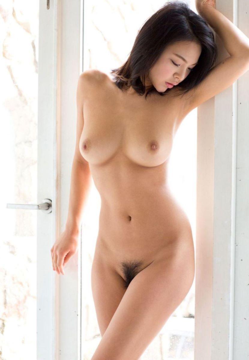 巨乳 ヌード画像 16