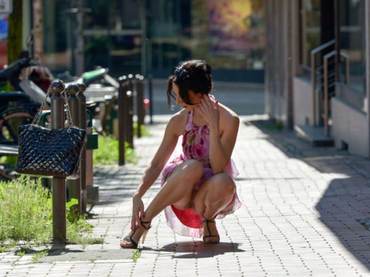 素人女性のノーパン画像 4
