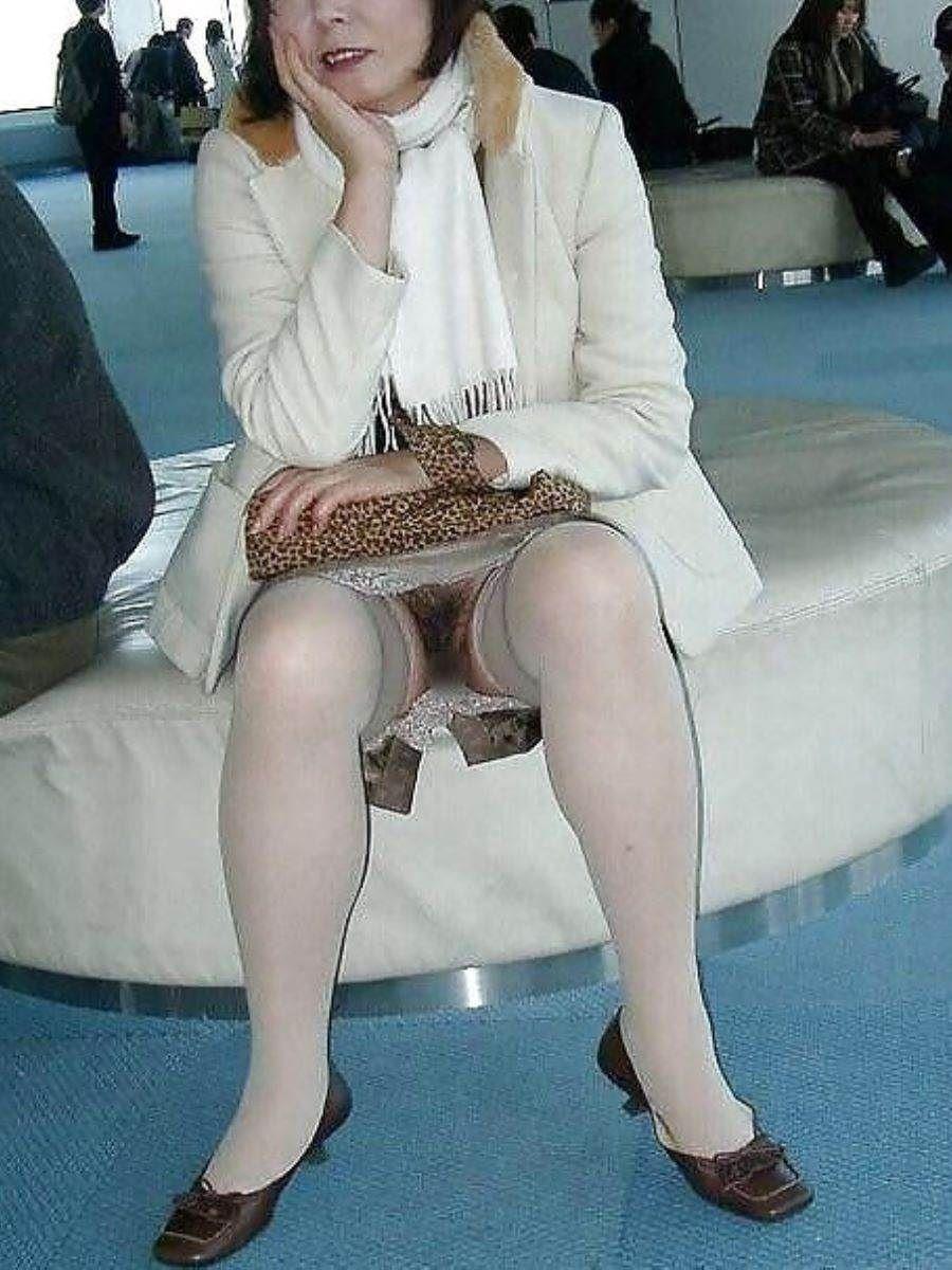 素人女性のノーパン画像 30