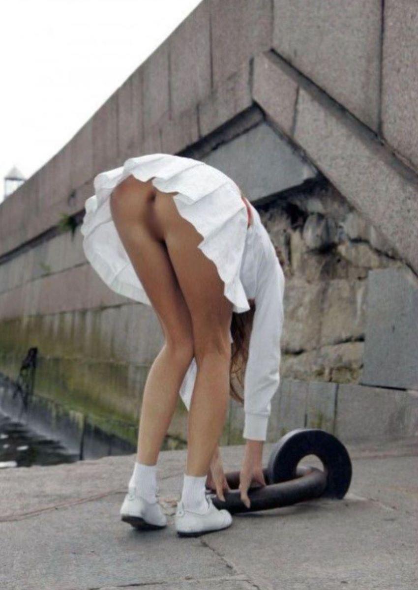素人女性のノーパン画像 59
