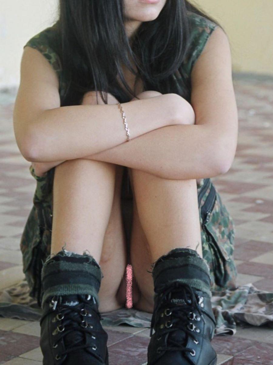 素人女性のノーパン画像 63