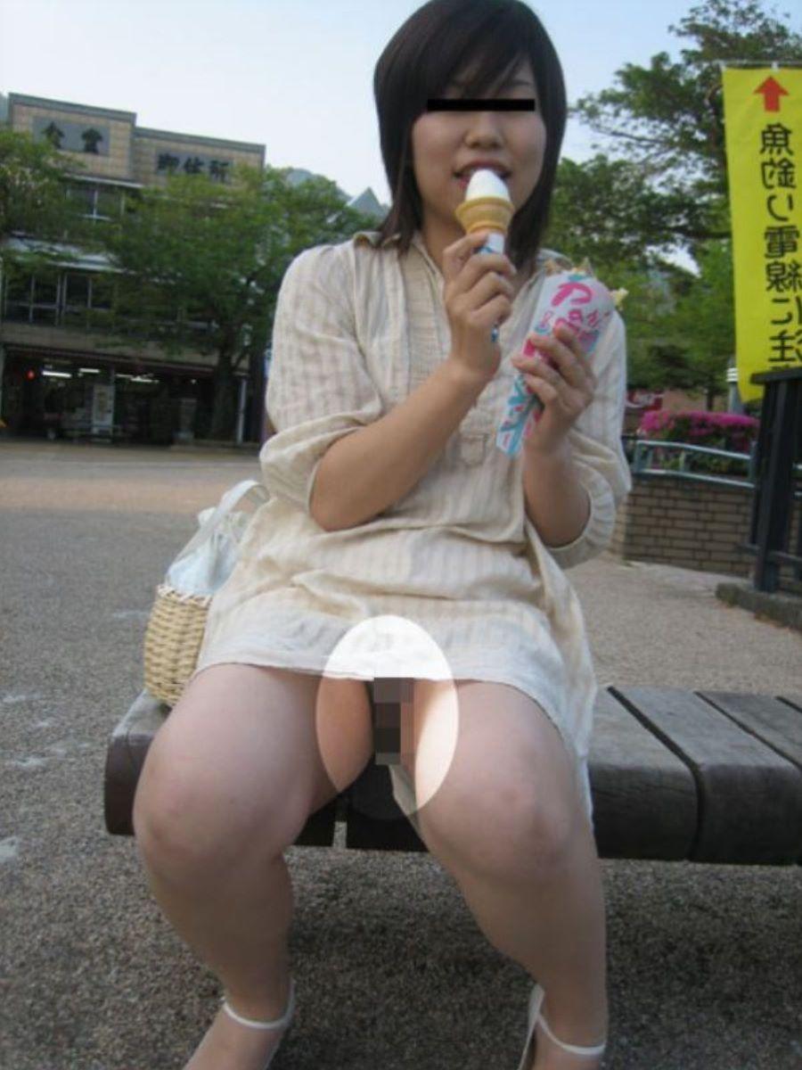 素人女性のノーパン画像 98