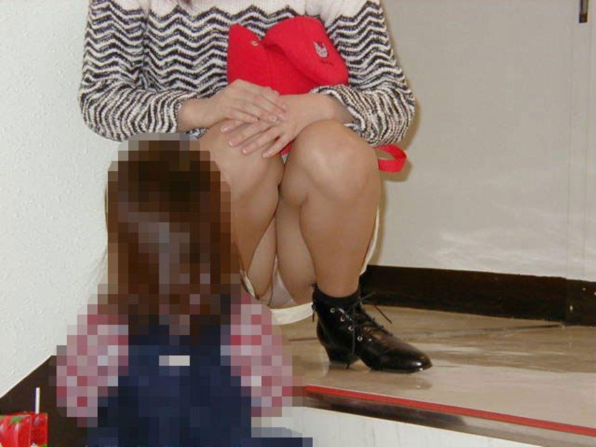子連れママ パンチラ画像 32