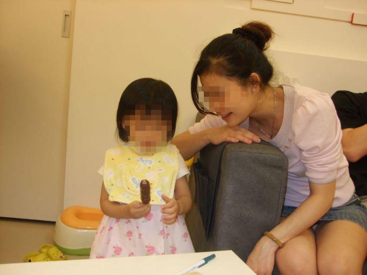子連れママ パンチラ画像 34