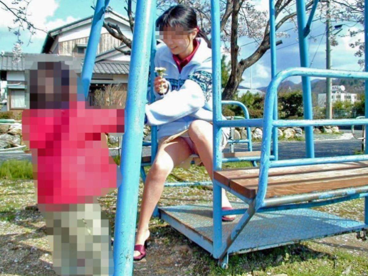 子連れママ パンチラ画像 44