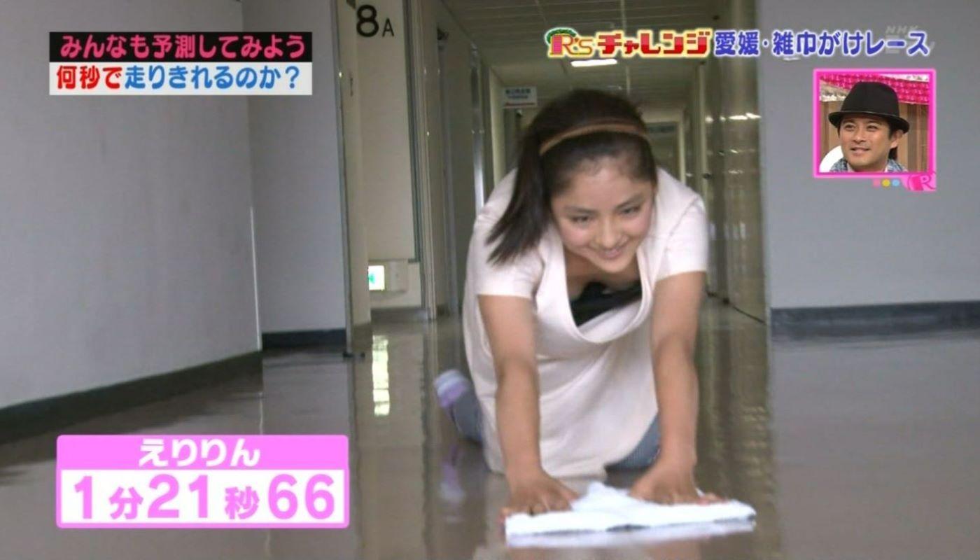 テレビの胸チラ画像 62