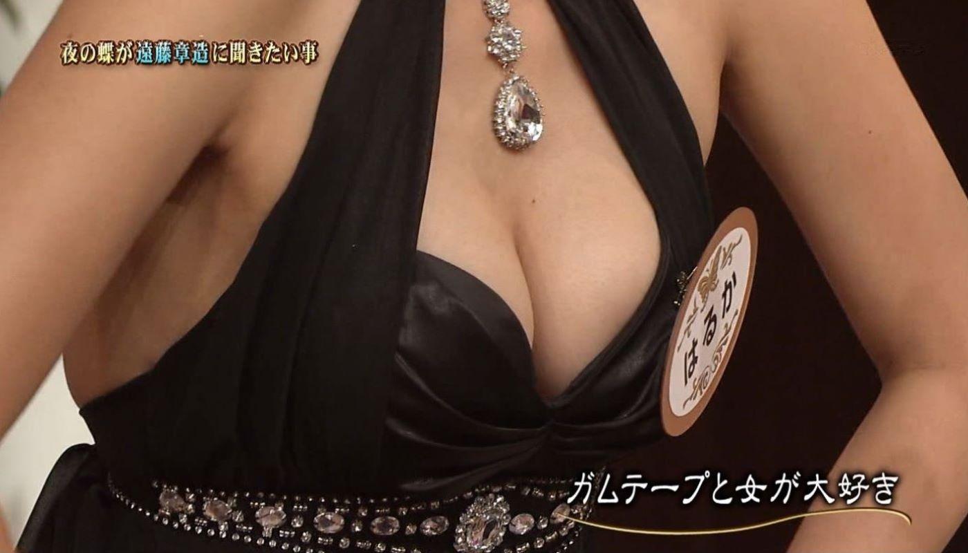 テレビの胸チラ画像 63
