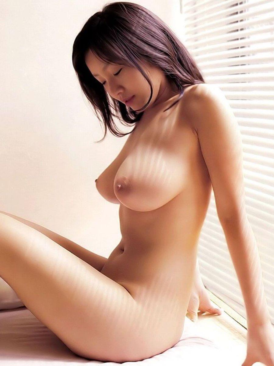 爆乳 ヌード画像 33