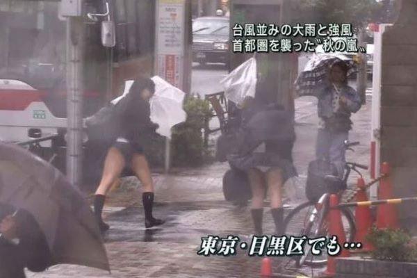 テレビで生放送されたパンツ丸見えJK…(※エロ画像あり)