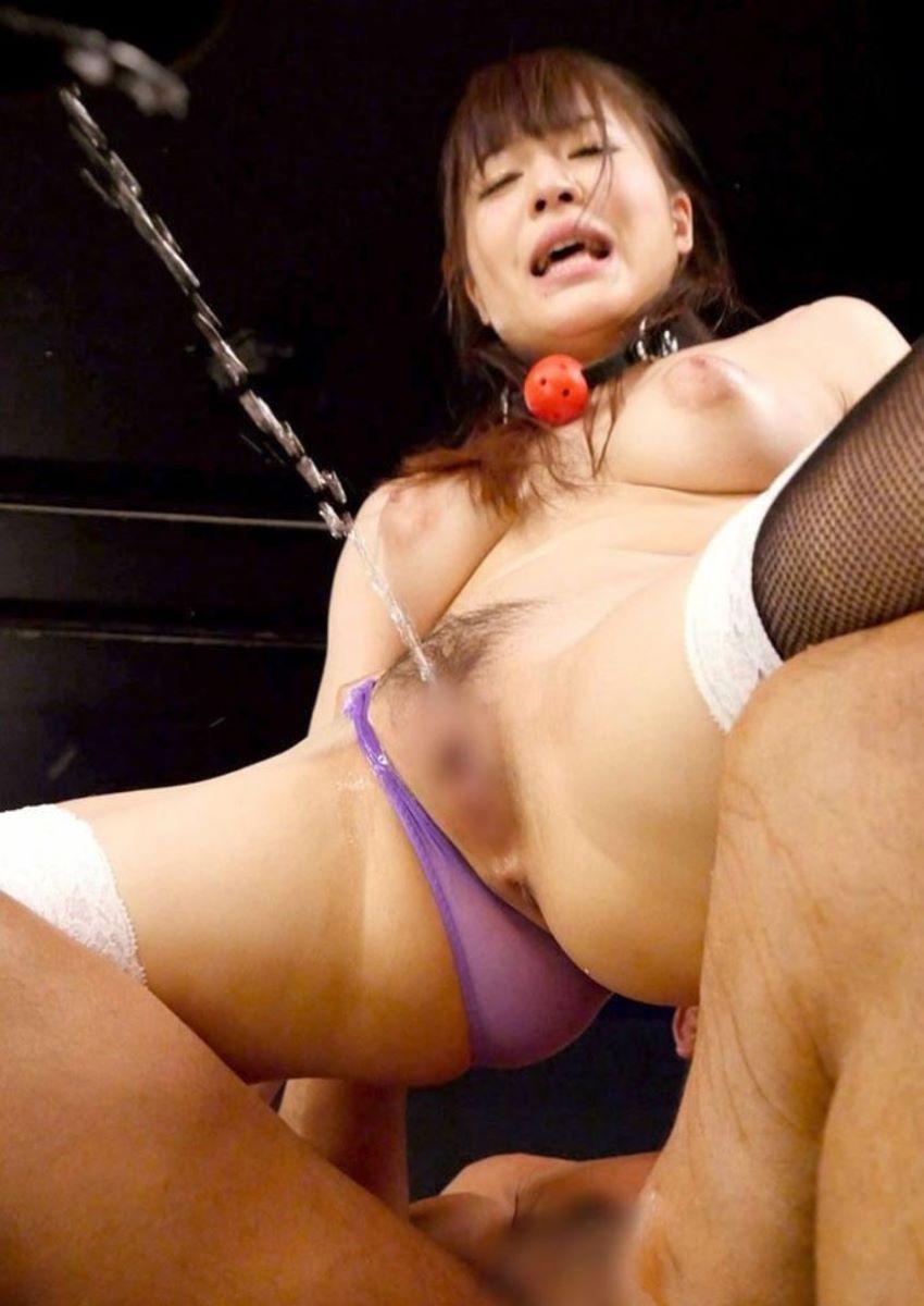 ハメ潮と抜き潮のセックス画像 23