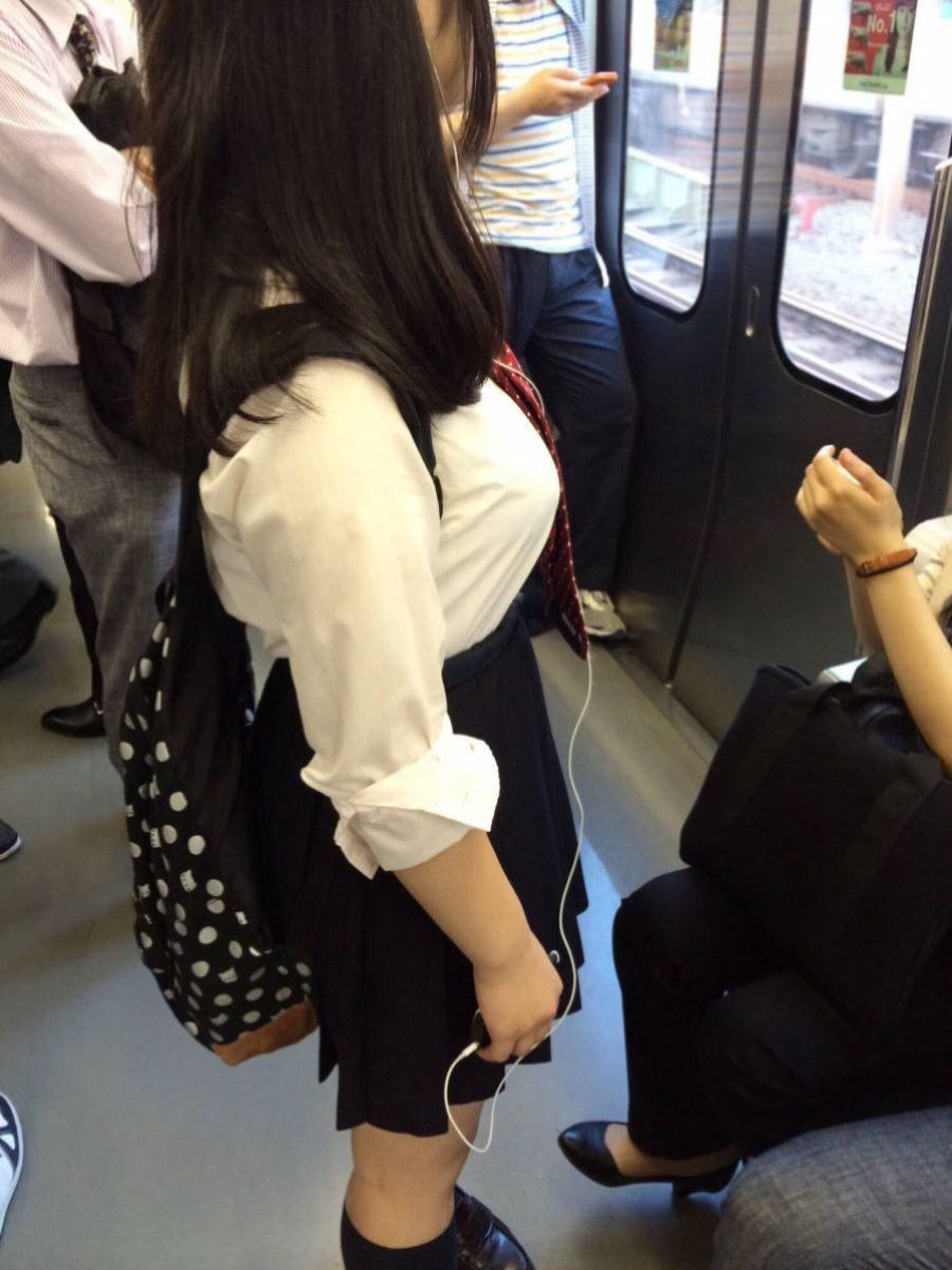 巨乳JK画像!!着衣巨乳の女子高生が85枚