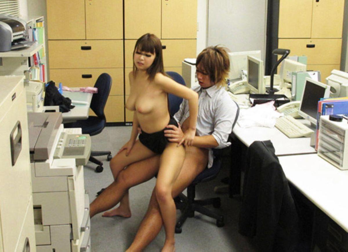 会社内セックス画像 105