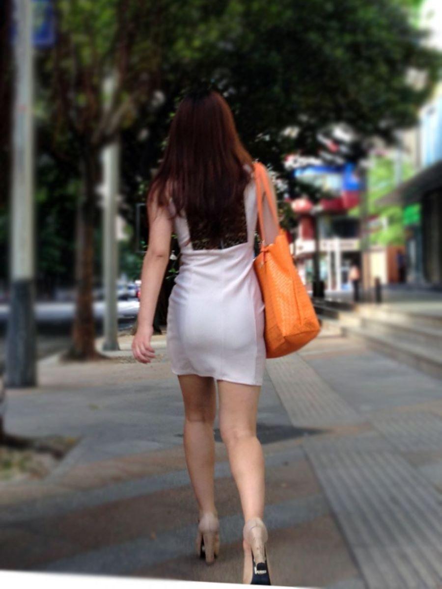 タイトなミニワンピの街撮り画像 71