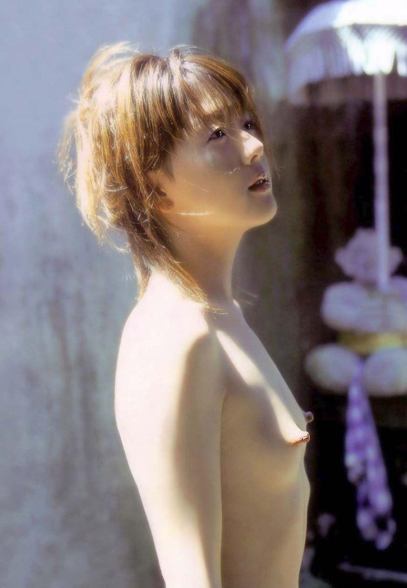 貧乳のデカ乳首・デカ乳輪画像 36