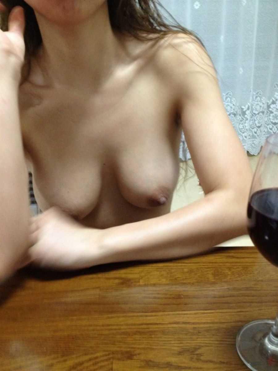 熟女の垂れ乳画像 4