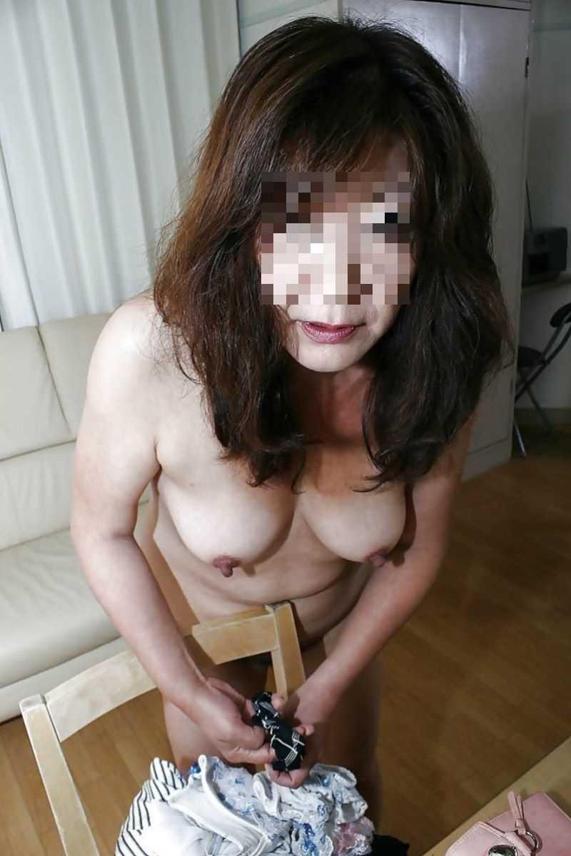 熟女の垂れ乳画像 11