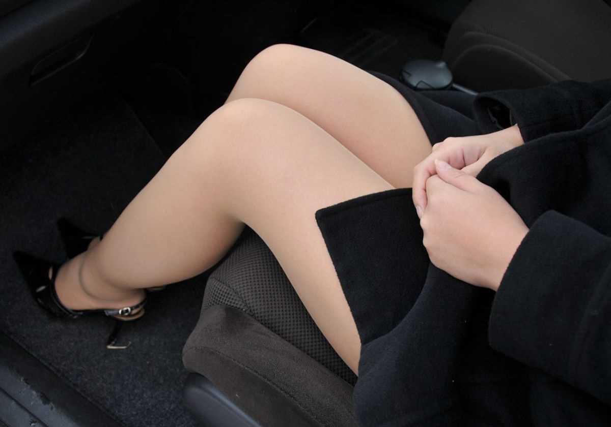 車内 ミニスカ画像 19