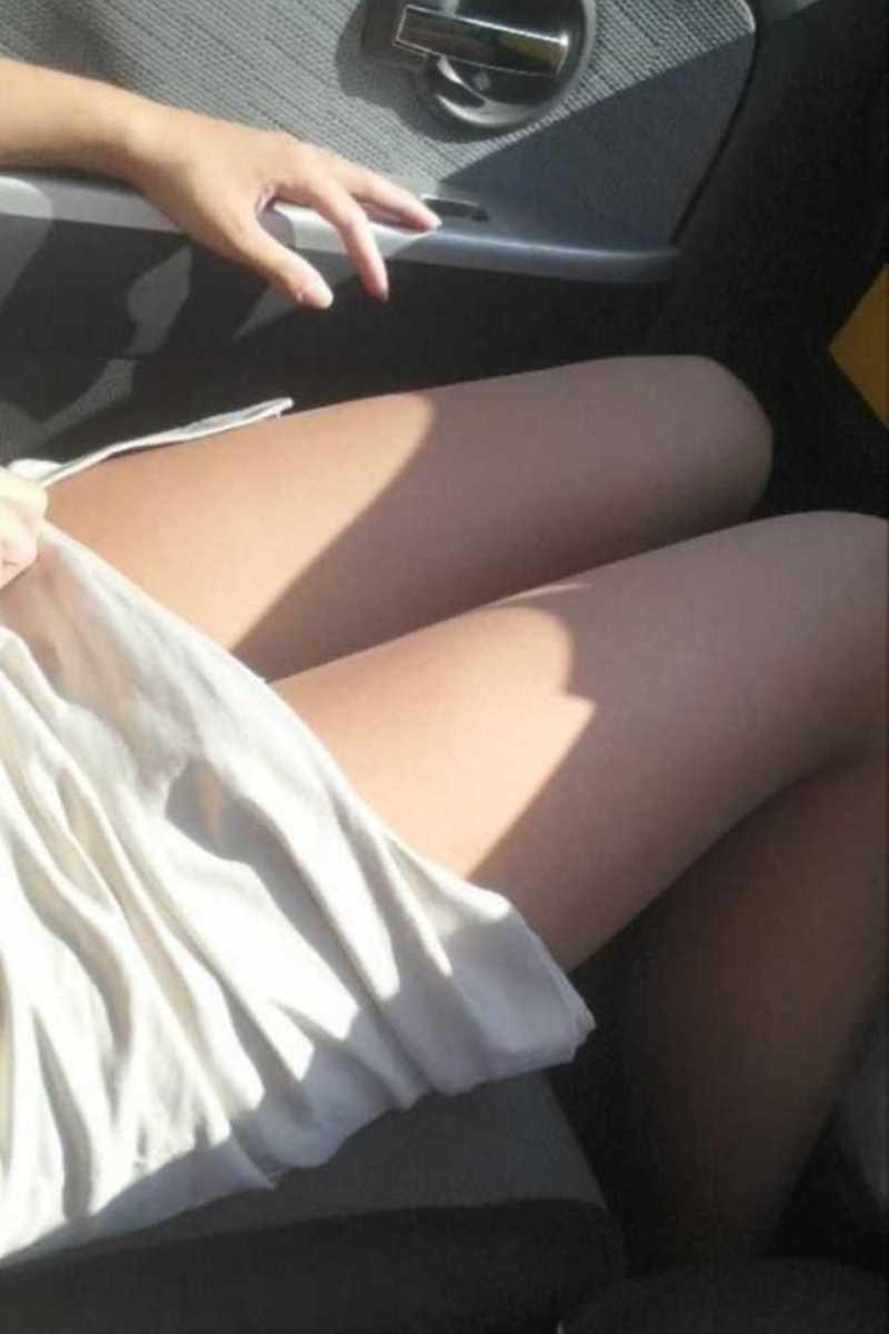 車内 ミニスカ画像 27