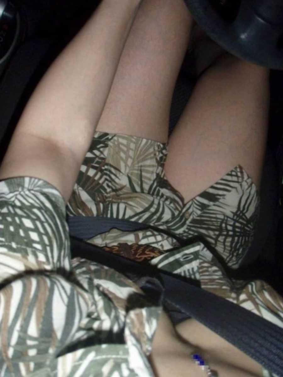 車内 ミニスカ画像 38