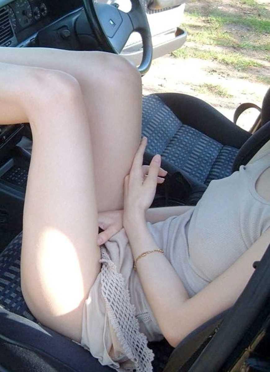 車内 ミニスカ画像 52