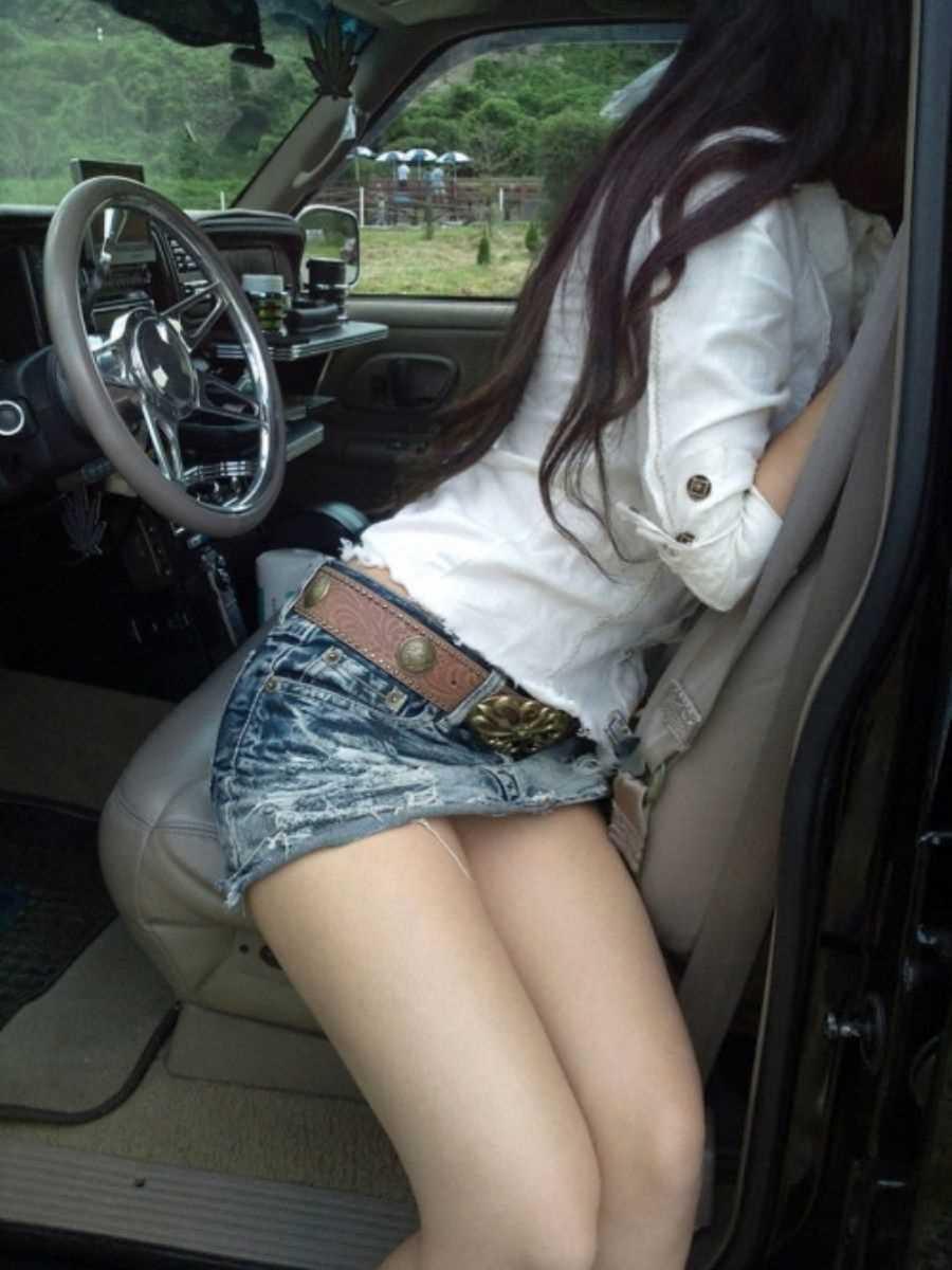 車内 ミニスカ画像 57