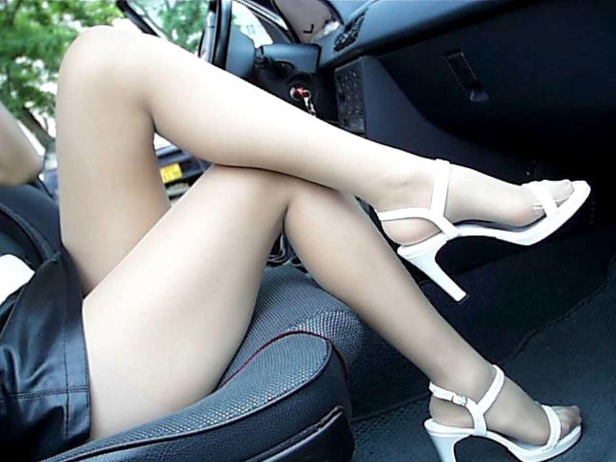 車内 ミニスカ画像 59