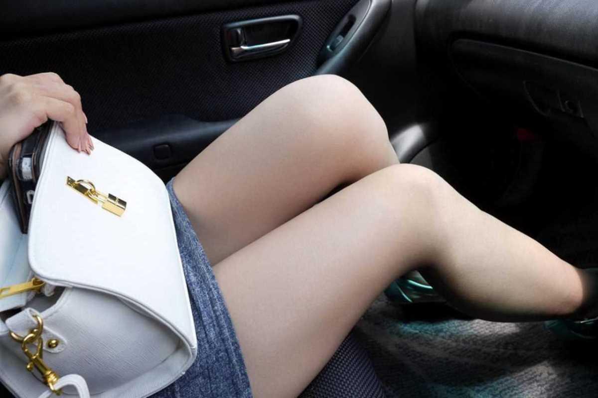 車内 ミニスカ画像 82