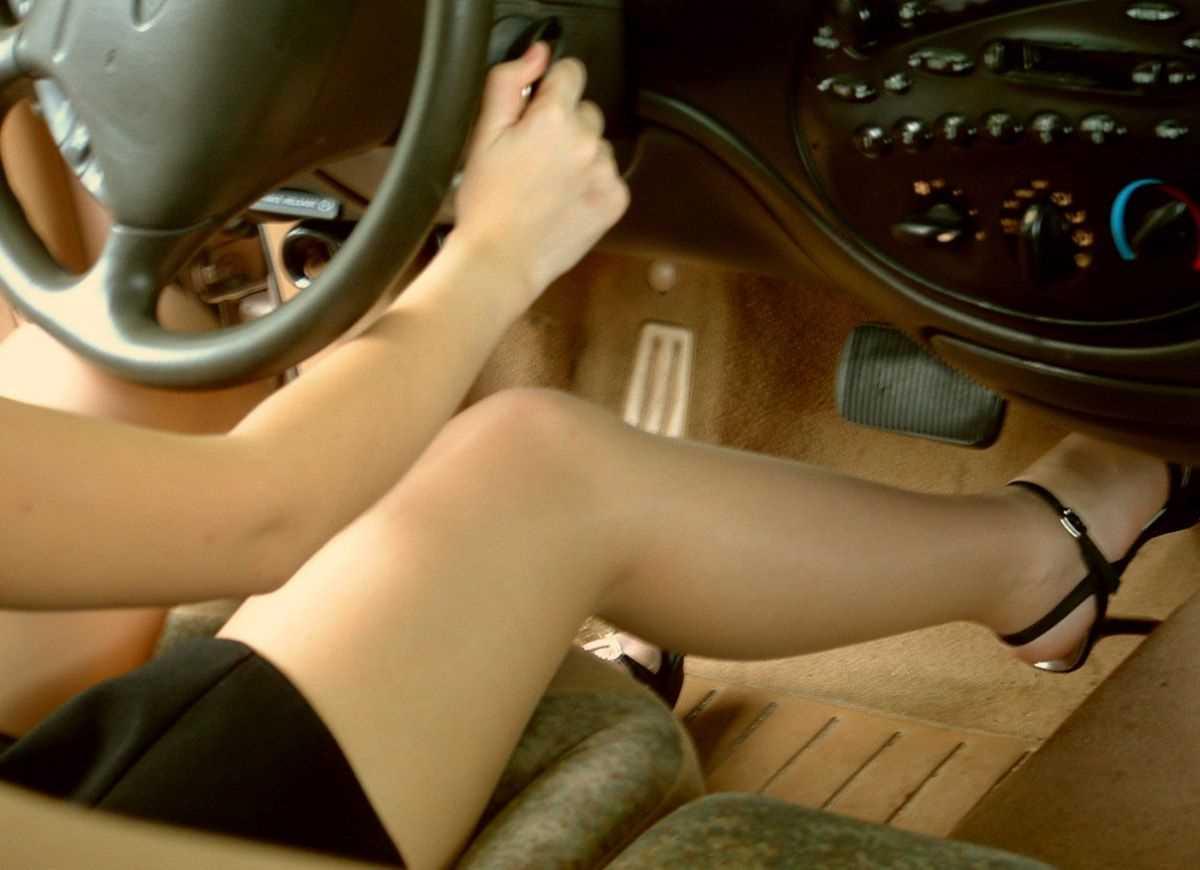 車内 ミニスカ画像 85