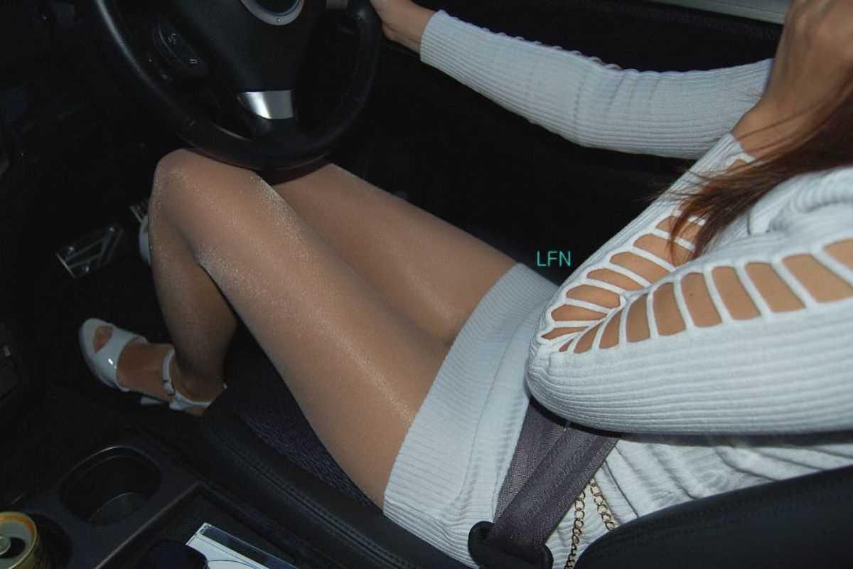 車内 ミニスカ画像 90