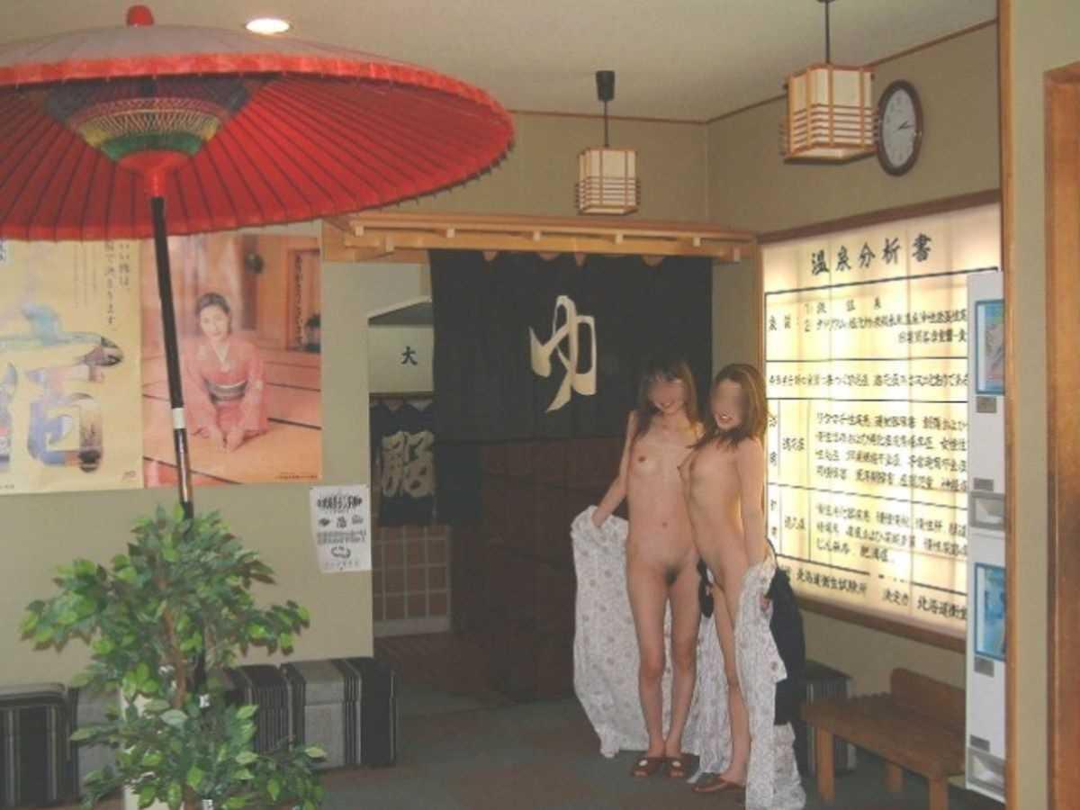 温泉や風呂場の素人おふざけ画像 25